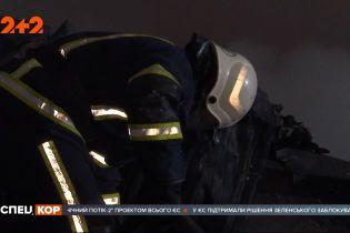 Почти сутки понадобились пожарным, чтобы закончить работу в сгоревшем гипермаркете в Первомайске