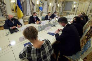 """Санкции против """"каналов Медведчука"""": Зеленский заверил послов стран G7 и ЕС, что это не наступление на свободу слова"""