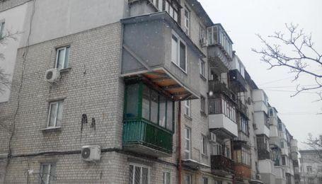 """Владелец киевской квартиры с """"царь-балконом"""" должен был его демонтировать еще шесть лет назад — коммунальщики"""