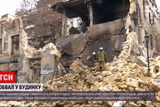 В середмісті Одеси обвалилася стіна аварійного будинку