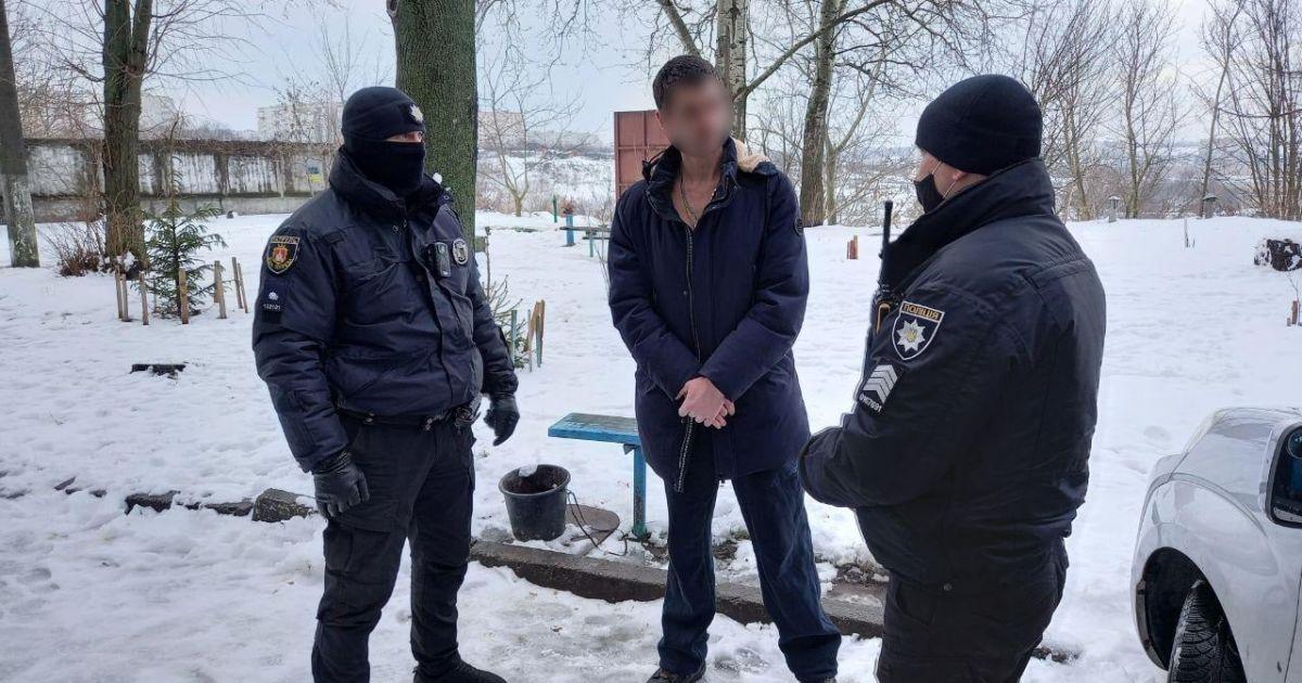 """Отказали в обслуживании, так как был пьян: в Киевской области мужчина """"заминировал"""" салон красоты"""