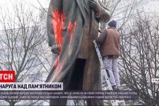 Львовский памятник Степану Бандере облили краской