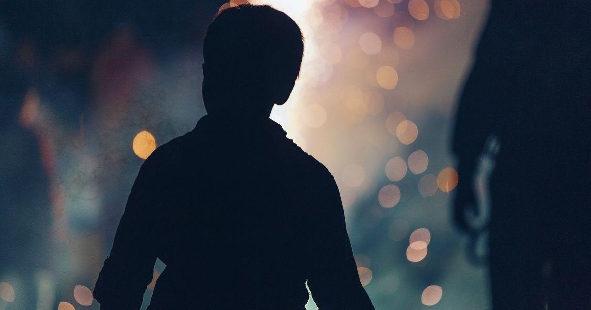 Гулял ночью без верхней одежды: в Кривом Роге на улице нашли маленького ребенка (фото)