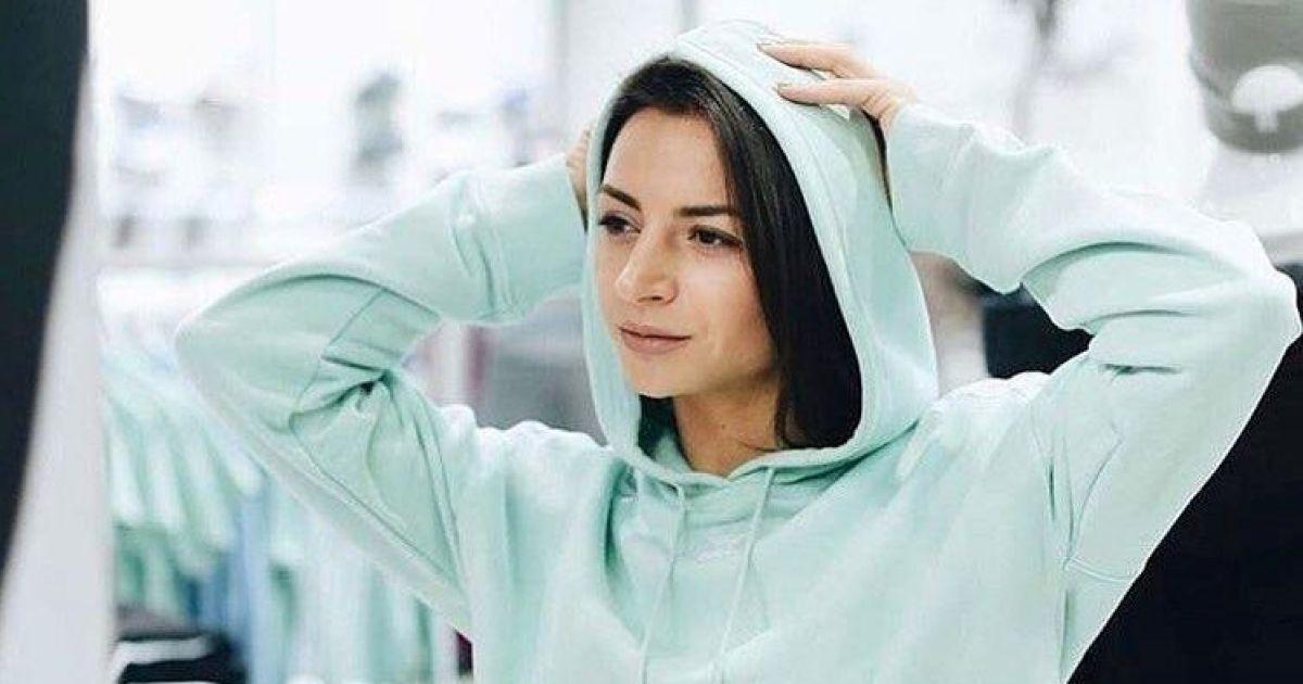 Илона Гвоздева в незаметном нижнем белье показала фигуру после родов