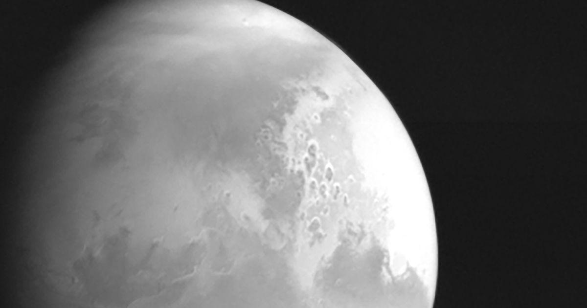 Китайський зонд вперше зазнімкував Марс на відстанні 2,2 млн км і скоро вийде на його орбіту