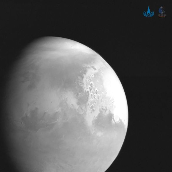 Марс (перший знімок з китайського зонда)