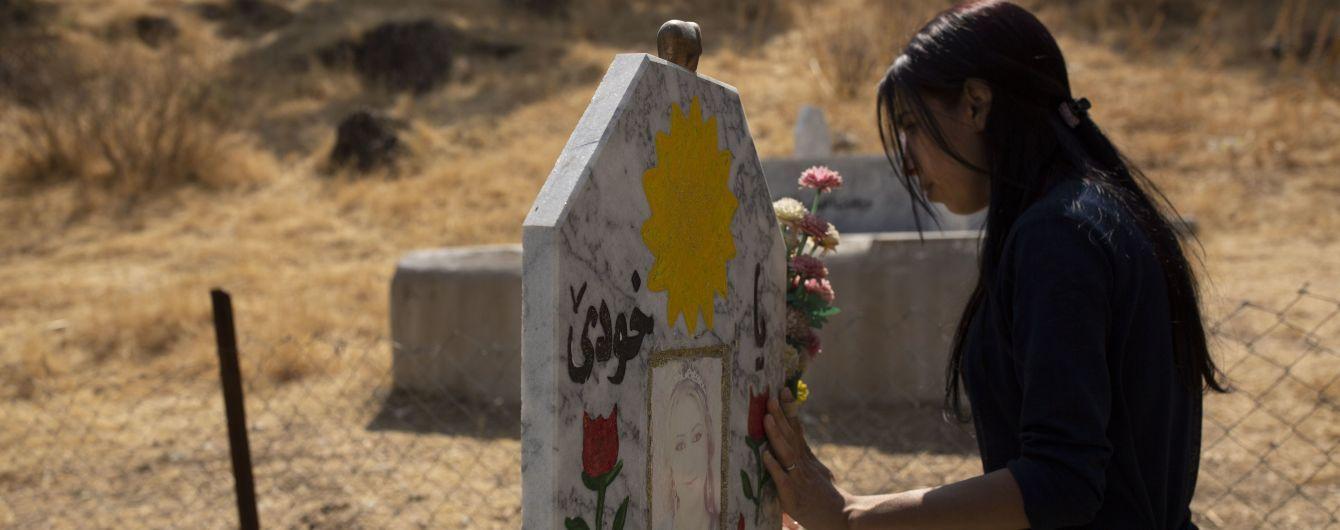 """Жертвы кровавой резни """"ИГИЛ"""": в Ираке похоронили более 100 убитых езидов"""