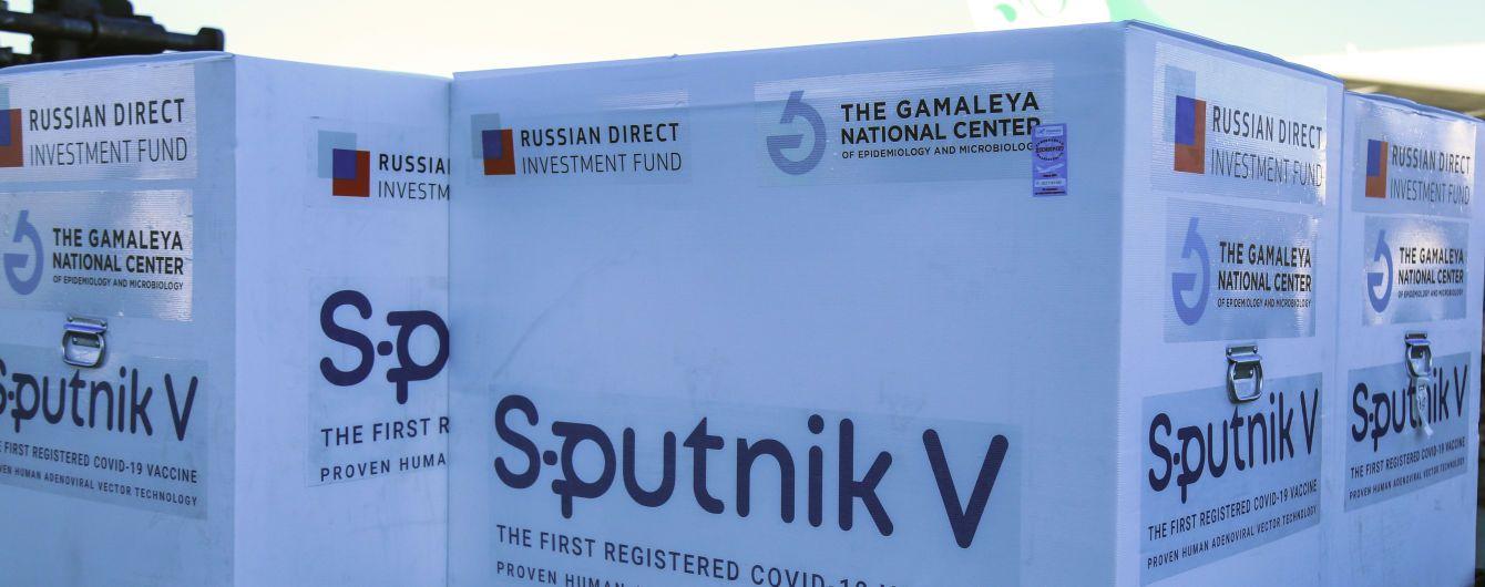 """ЕС удивлен, что Россия предлагает миллионы доз """"Спутник V"""" разным странам, а свой народ вакцинировать не спешит"""