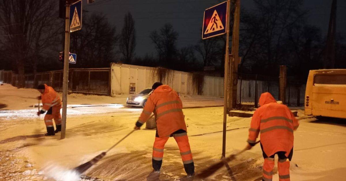 В Киеве водителей призвали отказаться от поездок на авто из-за снегопадов