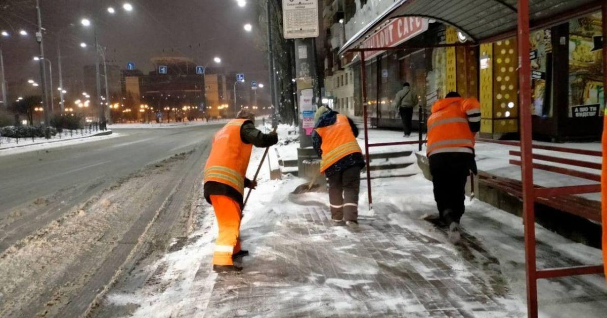 Снежный плен в Украине и проблемы со снабжением вакцины от коронавируса в мире. Пять новостей, которые вы могли проспать