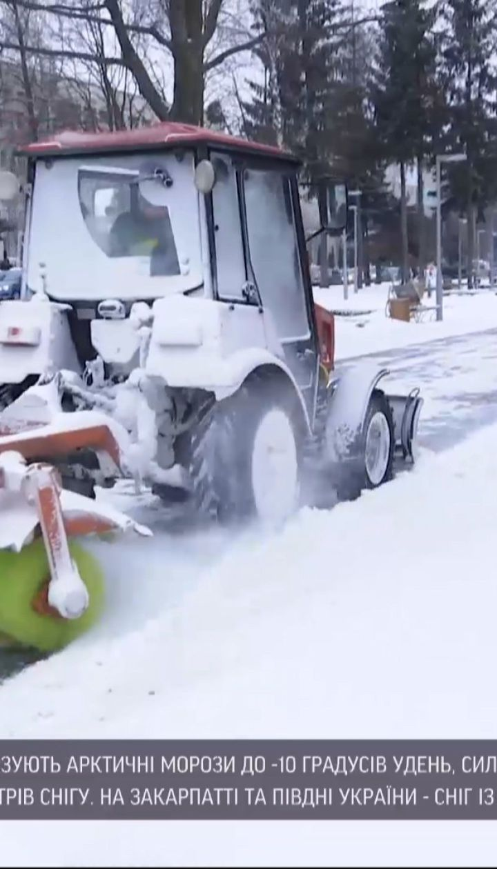 Новини України: у Львівській, Рівненській та Вінницькій областях сніг ускладнює рух на дорогах