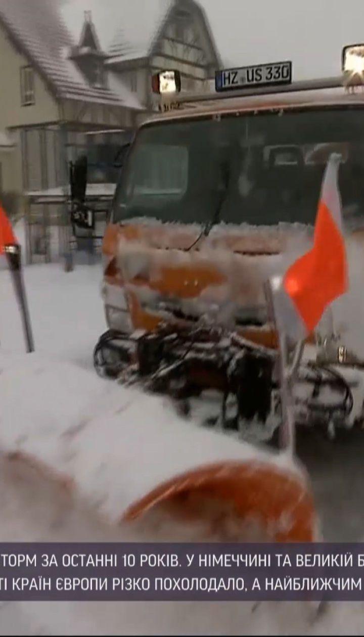 Новини світу: у Європі через снігопади скасовують авіарейси та зупиняють роботу пунктів вакцинації