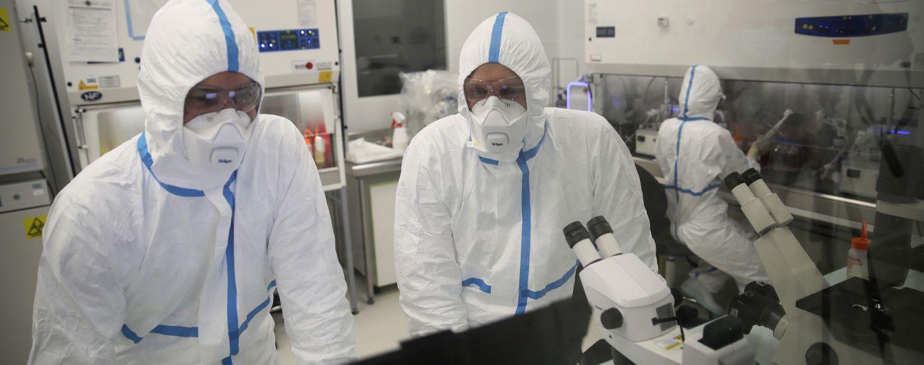 """""""Невідомо, які штами циркулюють країною"""": науковці повідомили, чому в Україні досі не досліджують мутації COVID-19"""
