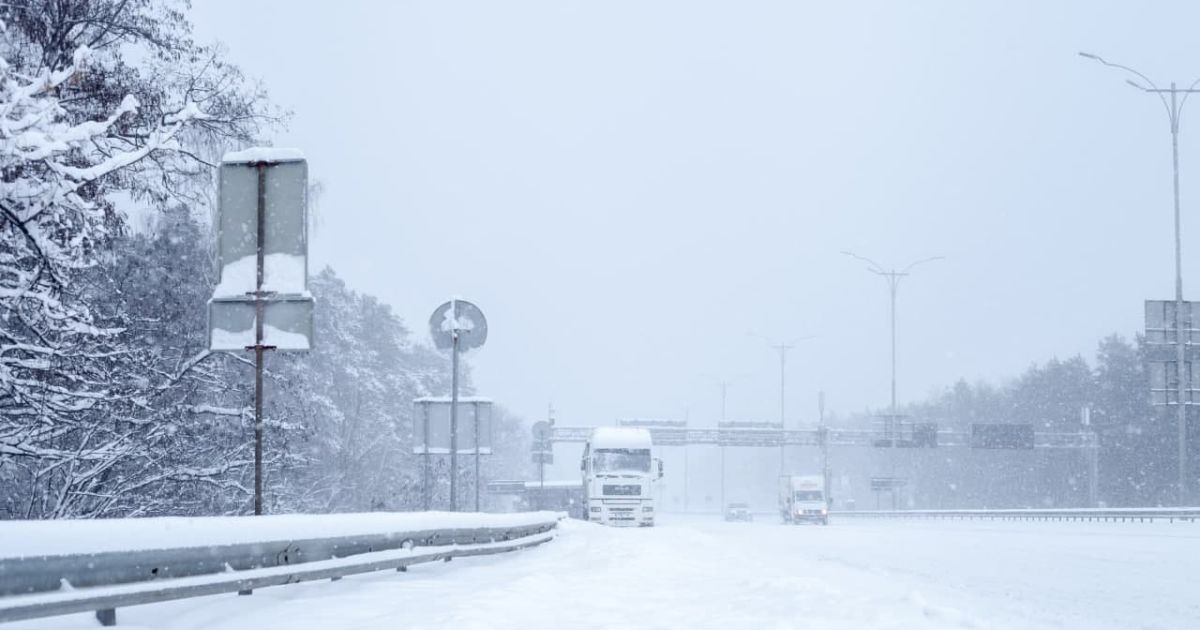 Где в Украине действуют ограничения движения крупногабаритных транспортных средств: список дорог