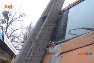 Крупная авария заблокировала Харьков: на главном проспекте многотонник столкнулся с автобусом