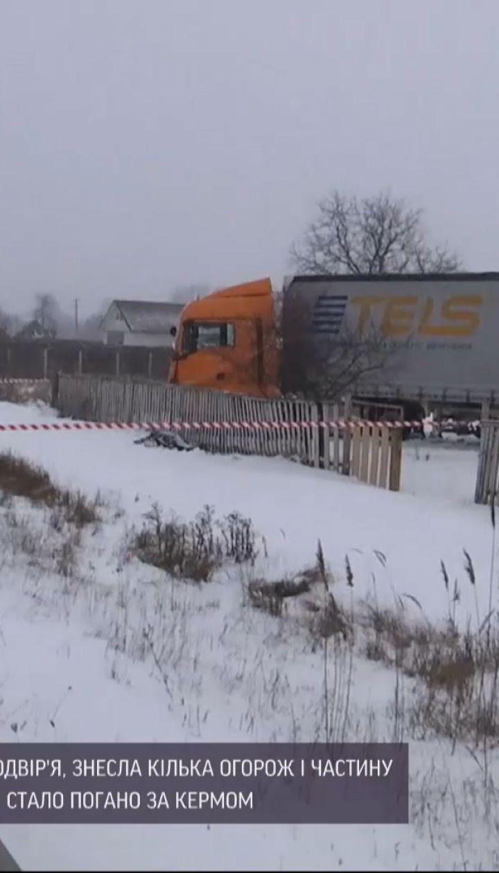 Новости Украины: в Житомирской области фура слетела с трассы прямо в дворы