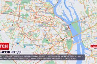 Погода України: у Києві через снігопад утворилися кілометрові затори
