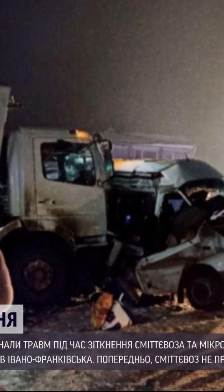 Новости Украины: на Прикарпатье столкнулись мусоровоз и микроавтобус
