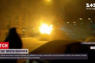 Новини України: у Львові намагаються встановити причину займання трамваю