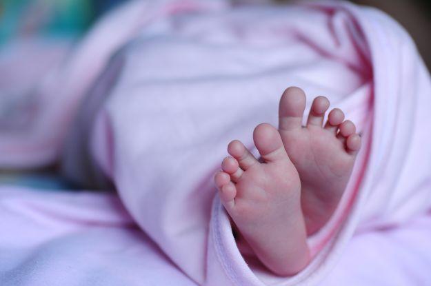 Народила та закопала на околиці міста: у Чернівцях 33-річну породіллю підозрюють у смерті немовляти