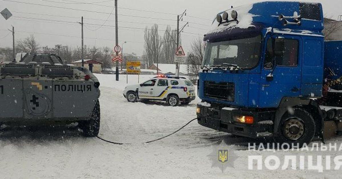 Непогода в Киеве: для спасательных операций задействовали БТР