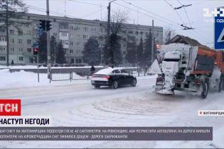 Новини в Україні: в Житомирській області випало майже 40 сантиметрів снігу, рух авто обмежили