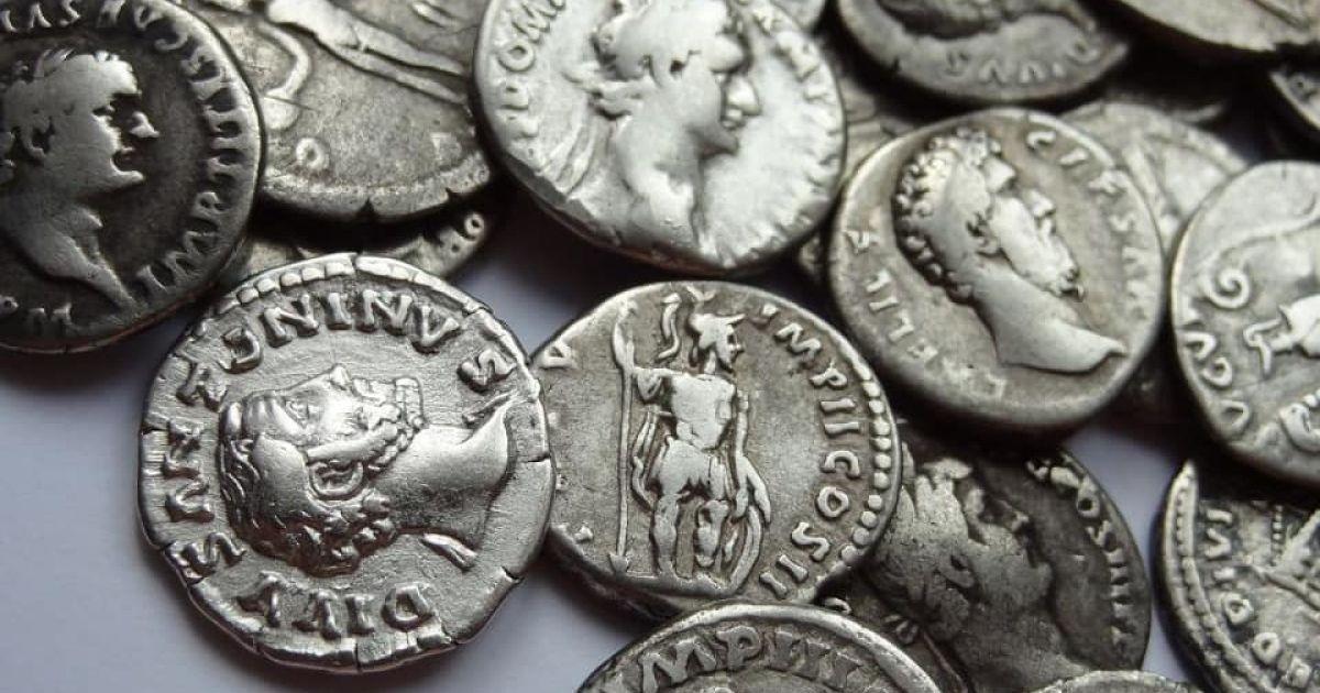 В Турции археологи нашли клад с 600 серебряными монетами: на одной из них изображен сын Афродиты