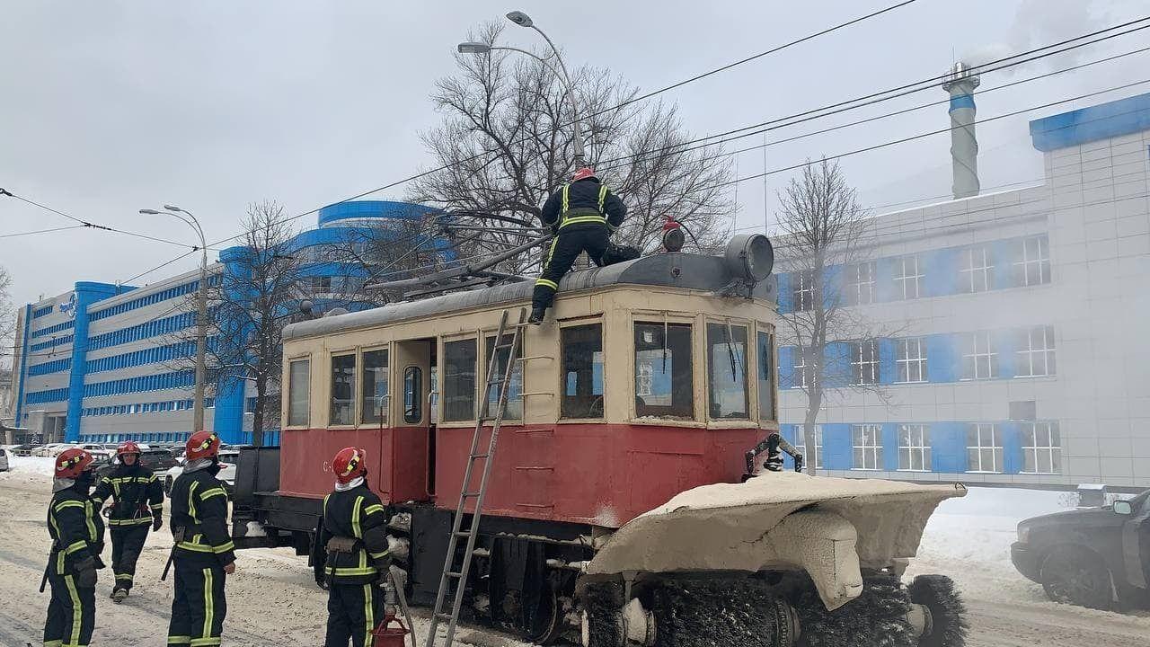 У Києві на Подолі загорівся трамвай