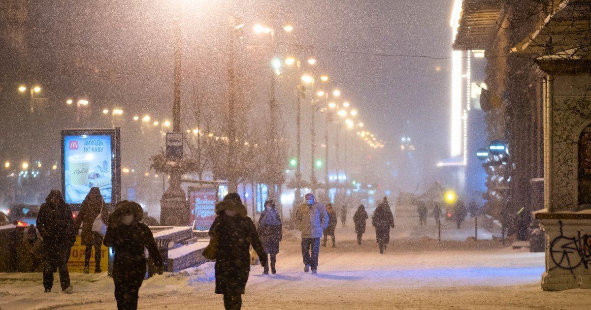 Сильные снегопады, ветра и гололедица: украинцев предупредили о прекращении движения транспорта из-за усиления непогоды