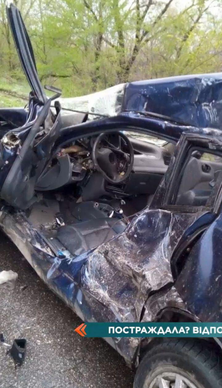 В Кривому Розі вантажівка знесла легковик: водійка з дитиною отримали тяжкі травми