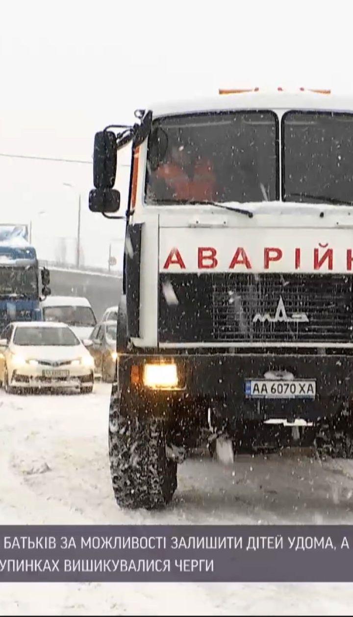Новости Украины: в столице насыпало сугробы снега, местами выше колен