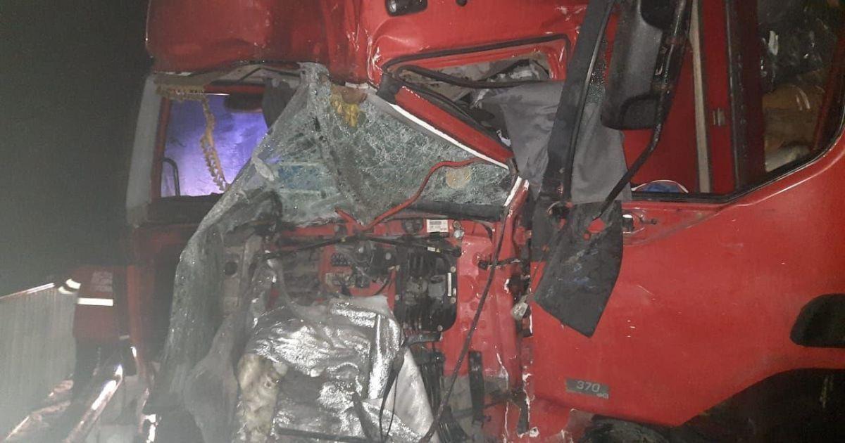 В Полтавской области столкнулись два грузовика: погибли водители