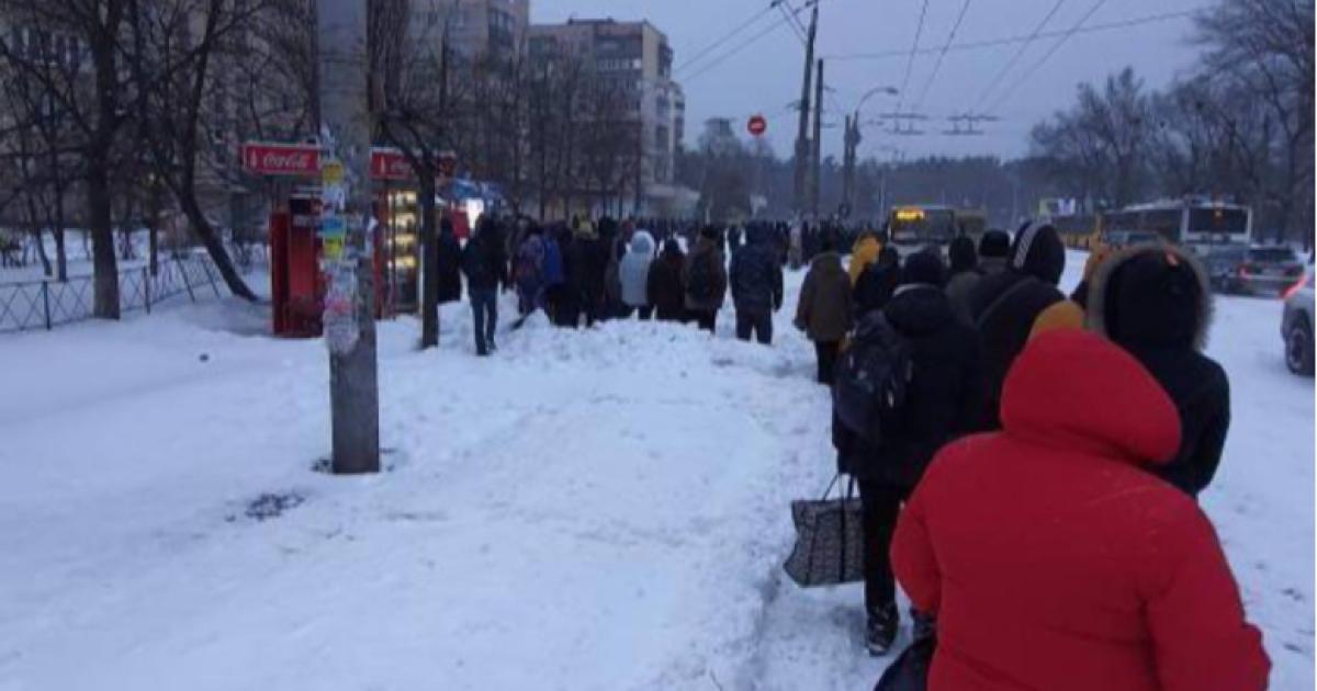У Києві негода збила графік громадського транспорту