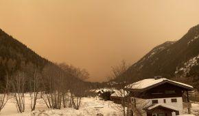 Рекордна кількість снігу і кольоровий пісок з Сахари: приголомшливі фото зимової Європи