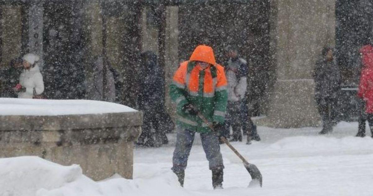 Через сильні снігопади Садовий закликав львів'ян працювати з дому