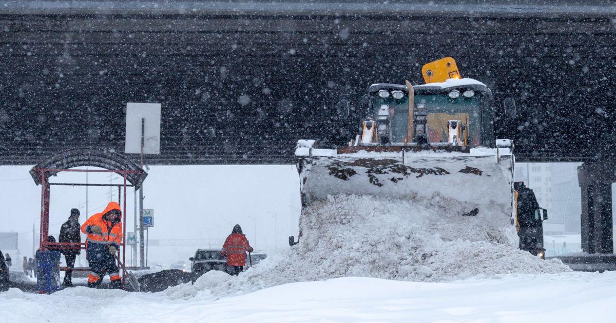 Работать из дома и не ходить в школу: какие ограничения ввели в Киеве из-за сильных снегопадов