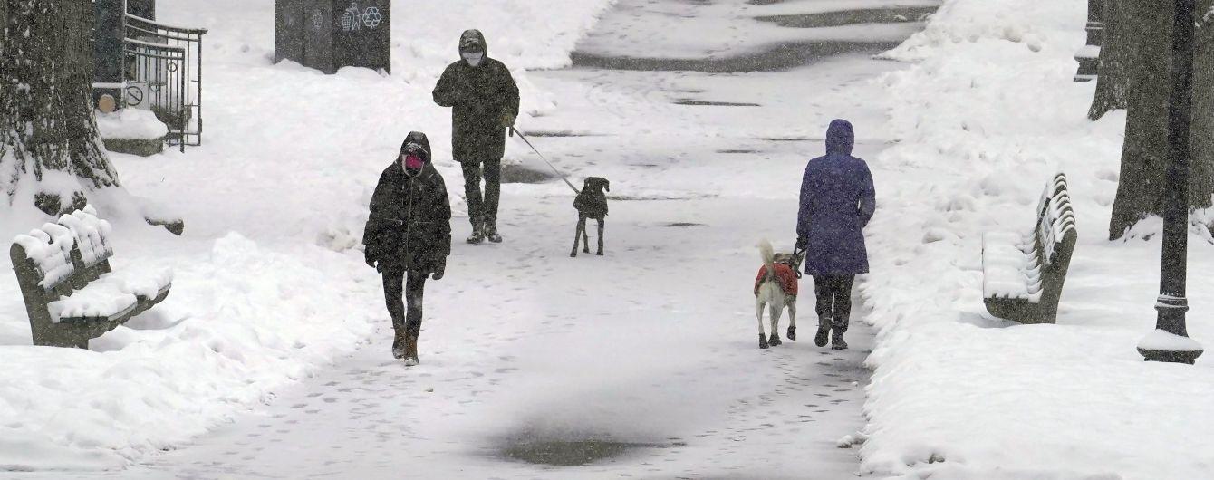 Львов пятый день засыпает снегом: как город борется с непогодой