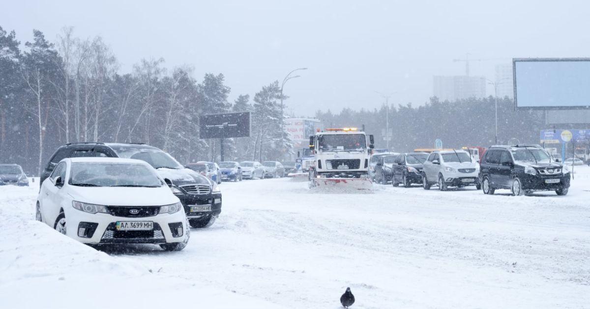 Снігопади у Києві: закрито школи, обмежено в'їзд вантажівок, скасовано ярмарки