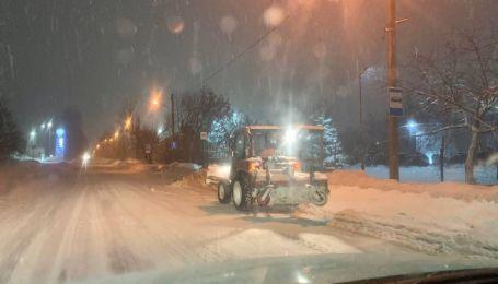Снежный циклон засыпает запад Украины: во Львове закрыли аэропорт, на Волыни ожидают коллапс