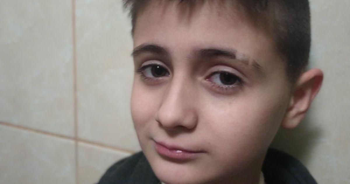 10 лет Никита живет с трубочками в горле и животе, сейчас появился шанс это исправить