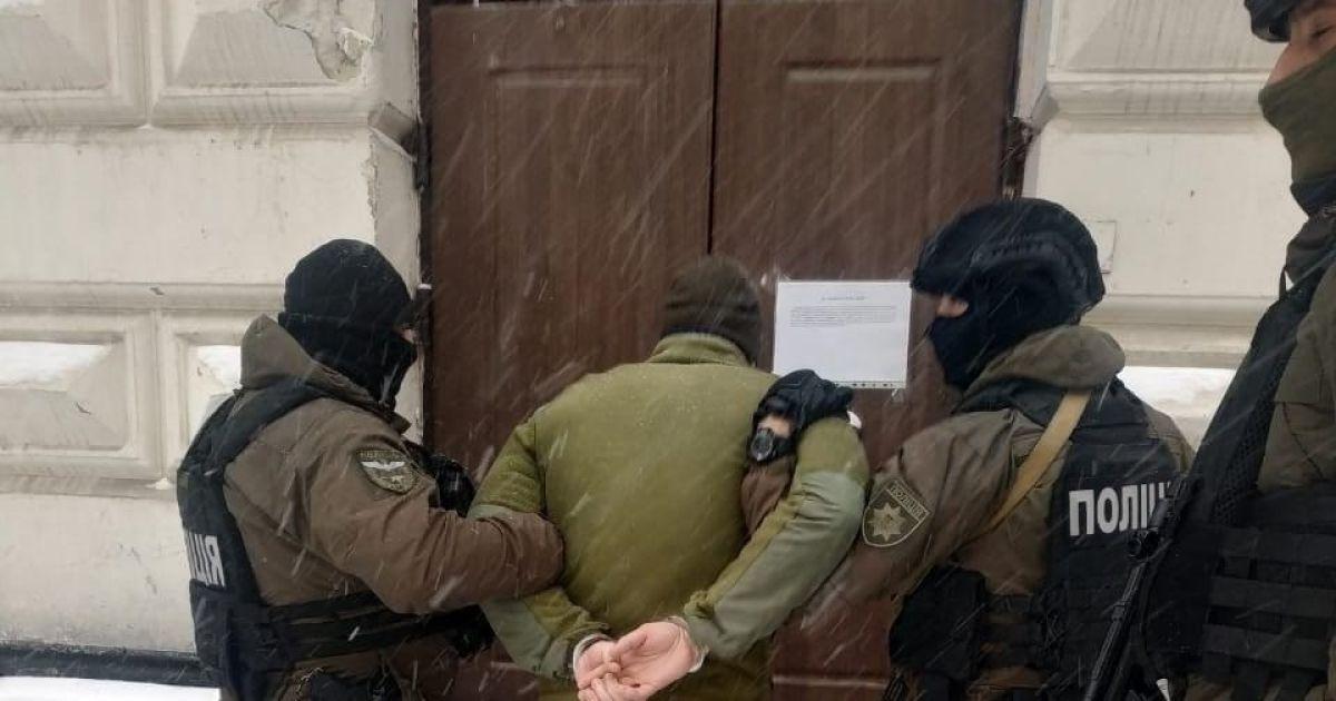 У Львові розшукали юнаків, які пошкодили пам'ятник Бандері: хто ці вандали