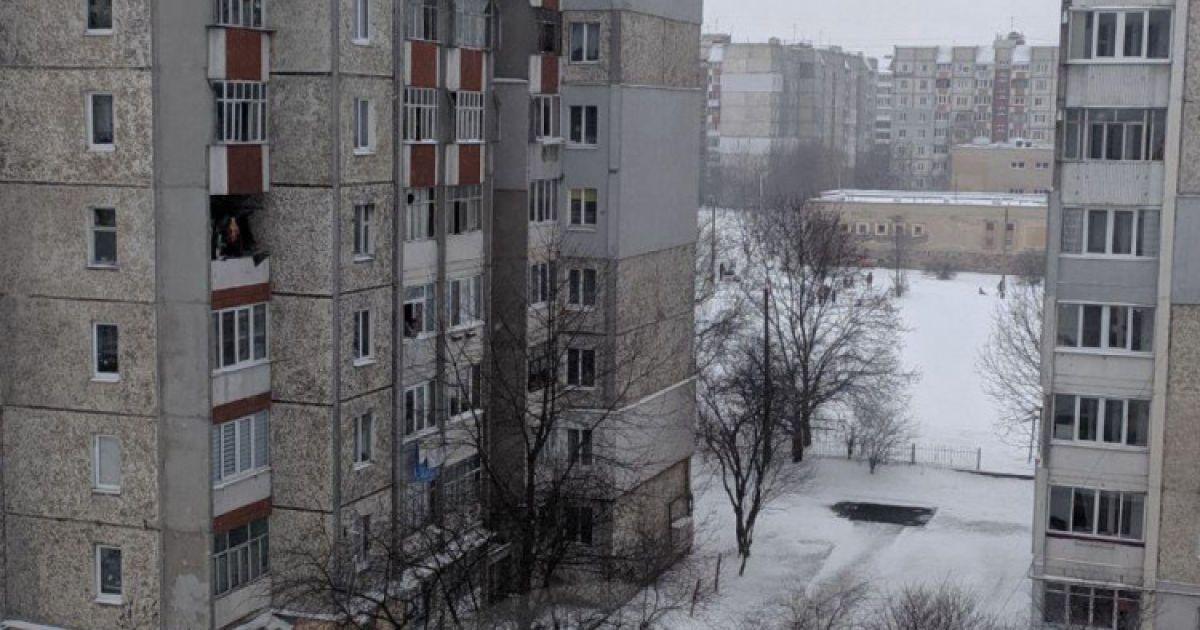 Вибух в івано-франківській багатоповерхівці: в квартирі, де рвонуло, винесло вікна та балконні двері