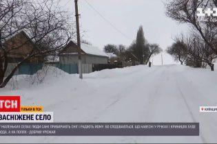 Новини України: як люди переживають зиму в маленькому селі