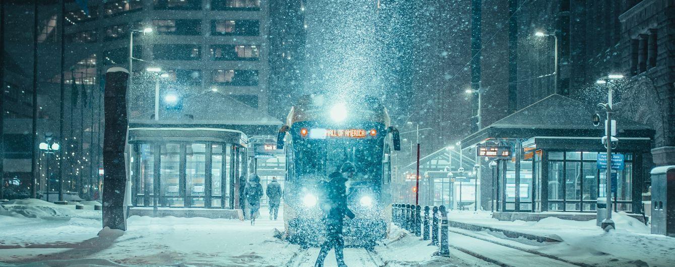Поворот не туди: в Києві трамвай спробував знести МАФи