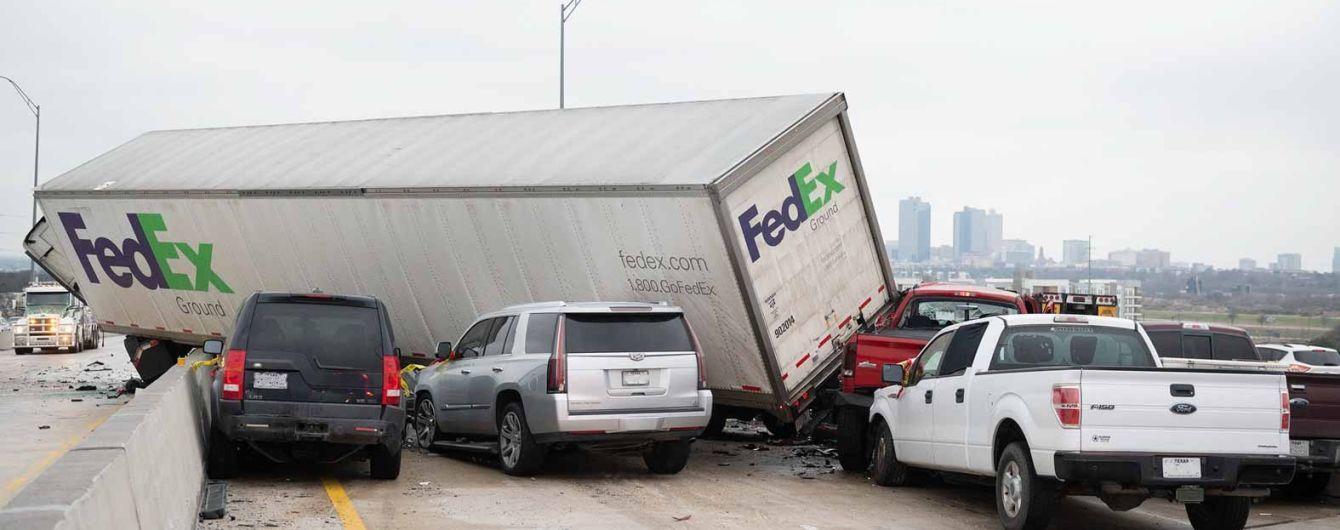 У США через ожеледицю на дорозі зіткнулися одразу 133 автомобілі