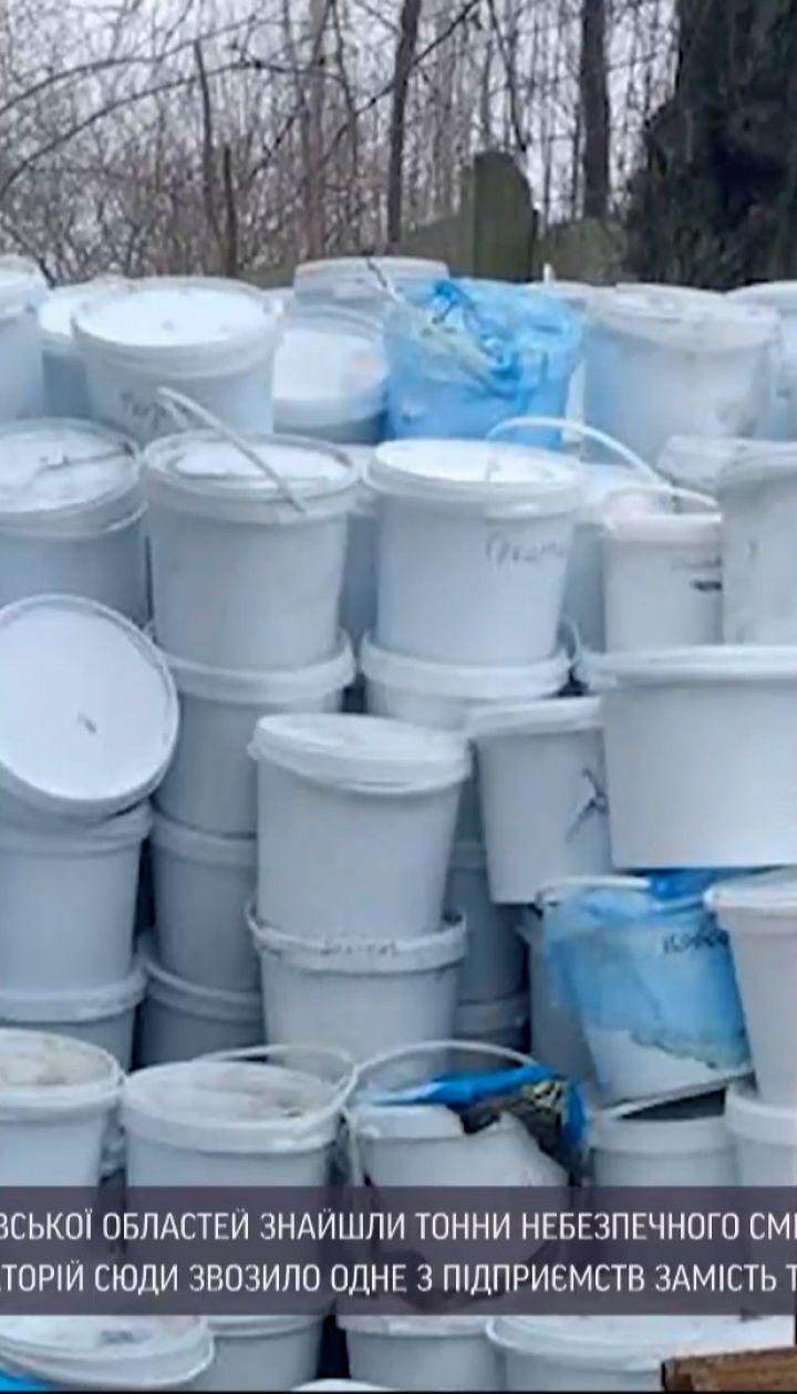 Новости Украины: в заброшенных коровниках нашли свалки эпидемически опасных отходов