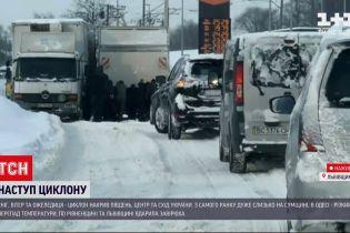 """Погода в Украине: как разные регионы переживают циклон """"Волкер"""""""