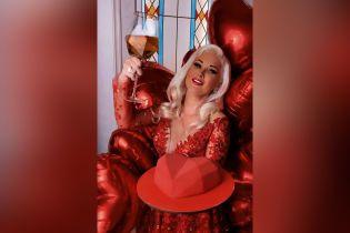 Катерина Бужинська привітала шанувальників з Днем святого Валентина