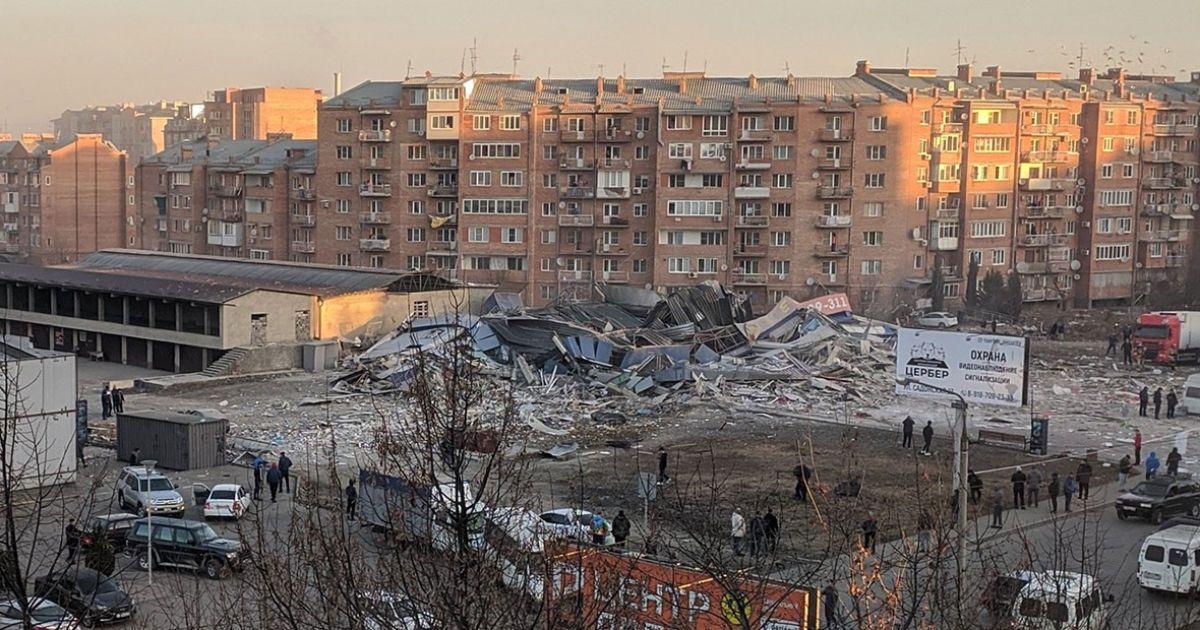 В российском Владикавказе произошел мощный взрыв, который уничтожил торговый центр