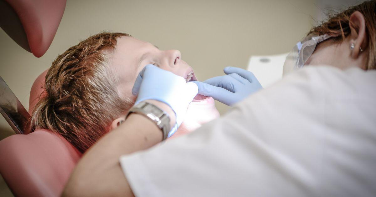 В Ровно стоматолог издевалась над детьми на приеме: почему родители не знали о насилии и как уберечь своего ребенка